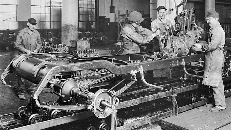 Workers at a General Motors factory in the UK in circa 1920