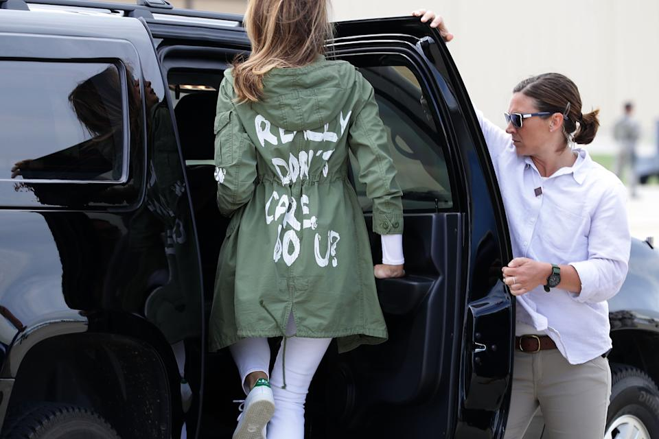 "First Lady Melania Trump wearing her infamous ""I really don't care, do u?"" jacket en route to visit migrant children taken from their families at the U.S.-Mexico border. (Photo: Getty Images)"