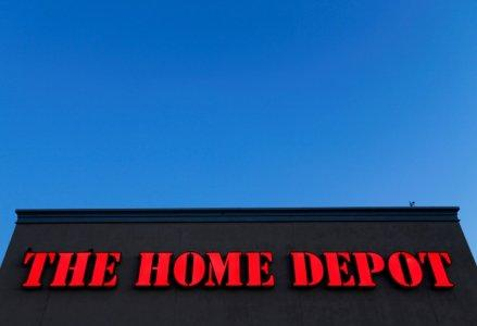 Home Depot Inc (NYSE:HD) EVP Sells $3308071.20 in Stock