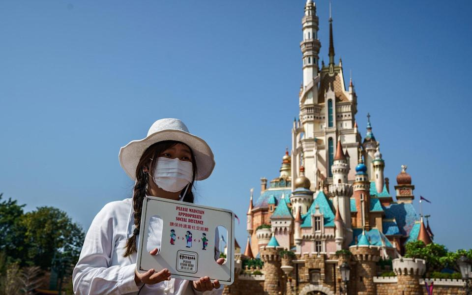 employee disneyland hong kong - Bloomberg