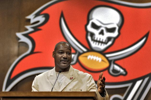 Bucs to induct Derrick Brooks into Ring of Honor