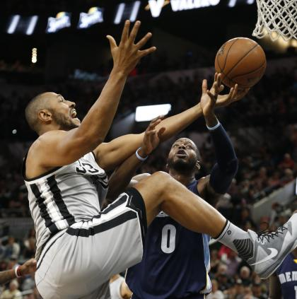 Boris Diaw tries a new exercise routine. (Ronald Cortes/Getty Images)