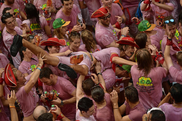 <p>Revellers party after the launch of the <em>chupinazo</em> rocket to celebrate the official opening of the 2017 San Fermín Fiesta. (Photo: Alvaro Barrientos/AP) </p>