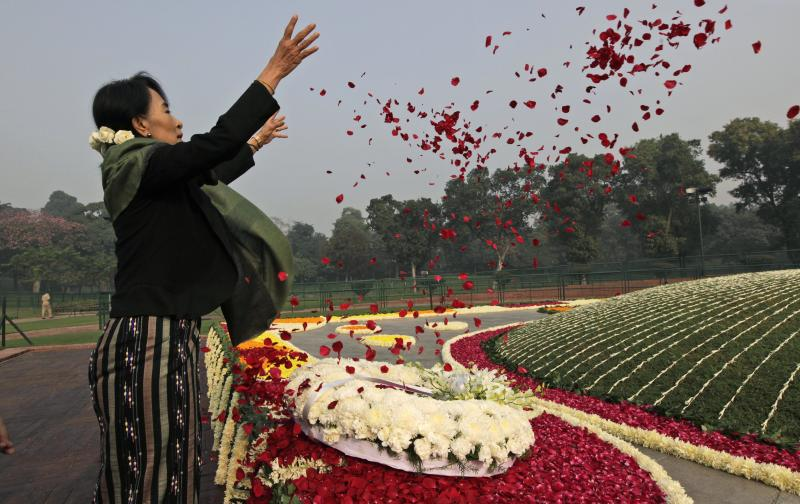 Myanmar's opposition leader and Nobel laureate Aung San Suu Kyi pays floral tribute on the birth anniversary of India's first prime minister Jawaharlal Nehru at his memorial in New Delhi, India, Wednesday, Nov. 14, 2012. Suu Kyi is on a six-day visit to India. (AP Photo/ Manish Swarup)