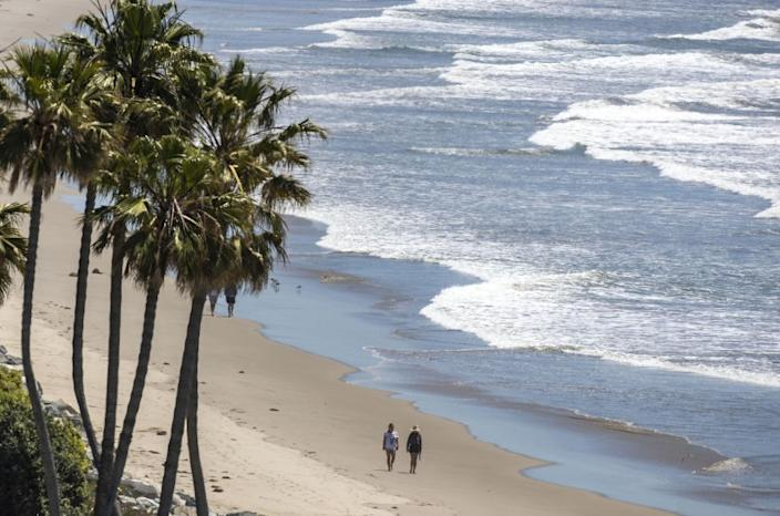 "To fend off coronavirus contagion, Los Angeles County has kept its beaches closed. <span class=""copyright"">(Brian van der Brug / Los Angeles Times)</span>"