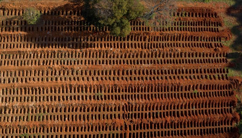 TOPSHOT - Aerial view of the Vila Formosa Cemetery during the coronavirus COVID-19 pandemic, in the outskirts of Sao Paulo, Brazil on July 20, 2020. - Brazil raised its record number of coronavirus deaths over to 80.000, as the pandemic that has swept across the world hits Brazil with its full force. (Photo by FERNANDO MARRON / AFP) (Photo by FERNANDO MARRON/AFP via Getty Images)
