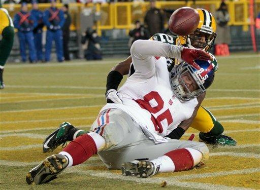 New York Giants tight end Jake Ballard drops a pass in front of Green Bay Packers cornerback Jarrett Bush, rear, during the first of an NFL divisional playoff football game Sunday, Jan. 15, 2012, in Green Bay, Wis. (AP Photo/Mike Roemer)