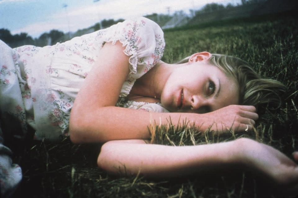 Editorial use only. No book cover usage. Mandatory Credit: Photo by American Zoetrope/Kobal/Shutterstock (5879505h) Kirsten Dunst The Virgin Suicides – 1999 Director: Sofia Coppola American Zoetrope USA Scene Still