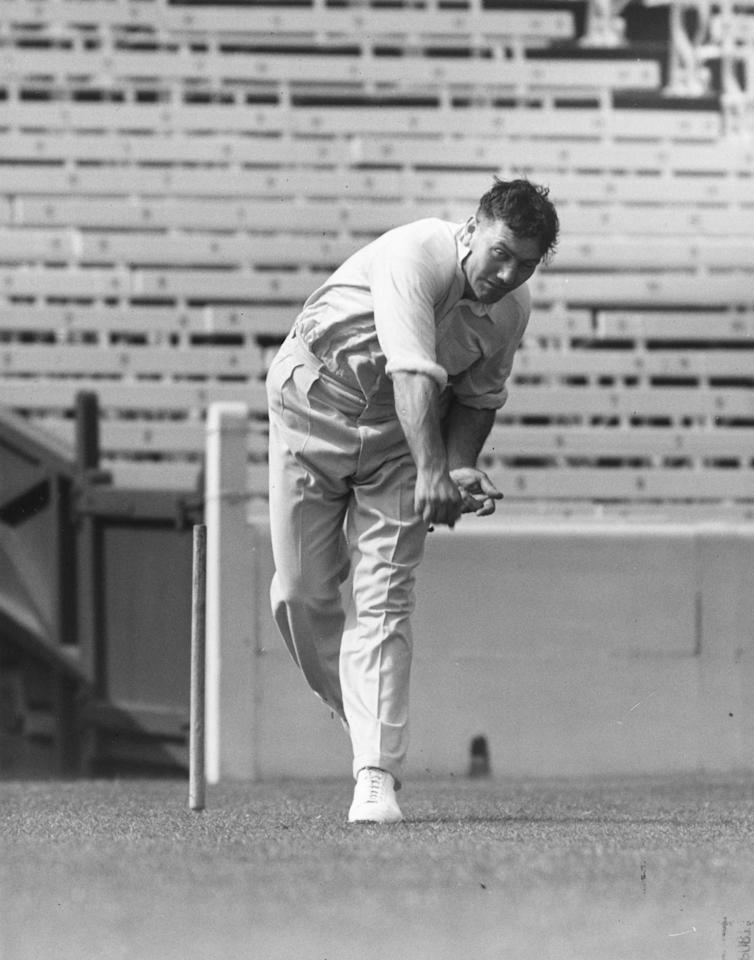 1953:  The British cricketer Alec Bedser.  (Photo by Central Press/Getty Images)