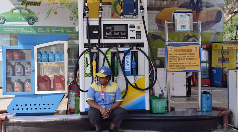 Fuel Prices Today: Petrol and Diesel Price Remain Unchanged in Delhi, Hiked by Rs 0.08/litre in Chennai, Check New Rates in Delhi, Mumbai And Other Metros