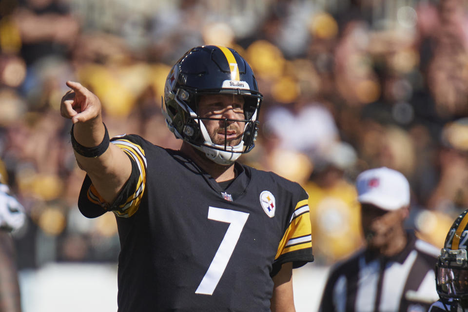 PITTSBURGH, PA - SEPTEMBER 19:   Pittsburgh Steelers quarterback Ben Roethlisberger (7) points while looking at the the bench during the game on September 19, 2021 at Heinz Field in Pittsburgh, PA. (Photo by Shelley Lipton/Icon Sportswire via Getty Images)