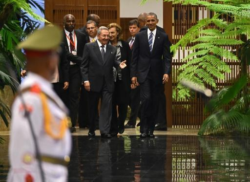 Obama, Castro hold groundbreaking Cuba talks