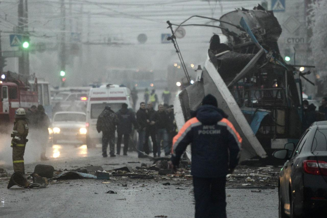 Members of the emergency services work at the site of a bomb blast on a trolleybus in Volgograd December 30, 2013. At least 10 people were killed when an explosion ripped through a trolleybus in the second deadly blast in the Russian city of Volgograd in two days, the Interfax news agency reported, citing law enforcement officials. REUTERS/Sergei Karpov (RUSSIA - Tags: CIVIL UNREST CRIME LAW DISASTER TRANSPORT)
