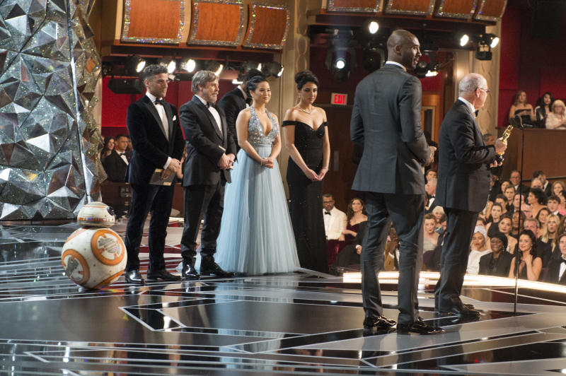 THE OSCARS(r) - The 90th Oscars(r) broadcasts live on Oscar(r) SUNDAY, MARCH 4, 2018, at the Dolby Theatre® at Hollywood & Highland Center® in Hollywood, on the Walt Disney Television via Getty Images Television Network. (Eric McCandless via Getty Images) BB-8, OSCAR ISAAC, MARK HAMILL, KELLY MARIE TRAN, KOBE BRYANT, GLEN KEANE