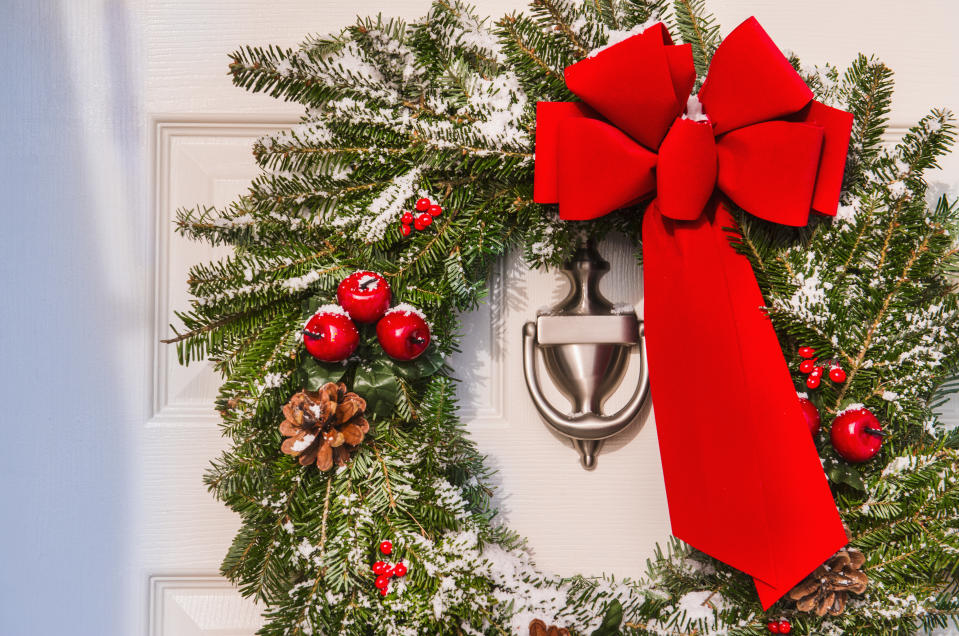 """A new poll suggests that people prefer to say """"Merry Christmas"""" over """"Happy holidays."""" (Photo: Getty Images)"""