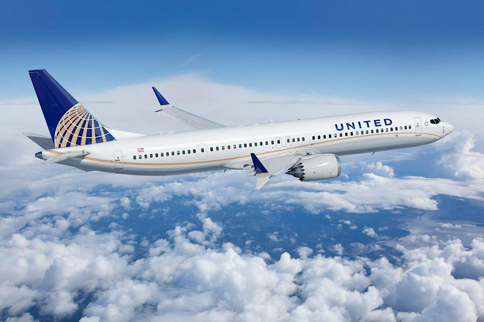A United Airlines 737-MAX 9 Livery plane in flight