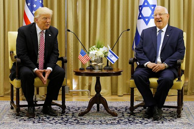 <p>U.S. President Donald Trump (L) sits next to Israeli President Reuven Rivlin during their meeting in Jerusalem May 22, 2017. (Photo: Jonathan Ernst/Reuters) </p>