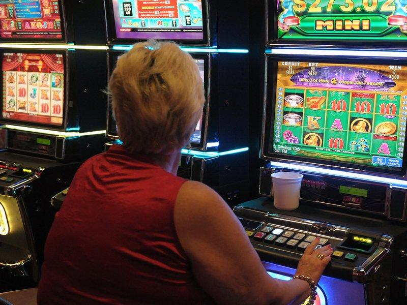 Woolies shareholders say no to pokie limit