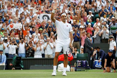 Federer advances to 16th Wimbledon quarter-final