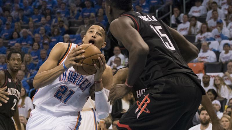 NBA playoffs 2017: Rockets' bench laughs as Thunder's Andre Roberson misses crucial free throws