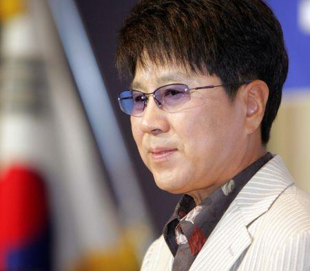 South Korea's pop singer Cho Yong-pil speaks at a news conference in Seoul, August 3, 2005. Cho said on Wednesday he would hold a solo concert in the North Korean capital of Pyongyang on August 23, 2005, which will be broadcasted live from Pyongyang to Seoul by the South Korean television network SBS. REUTERS/You Sung-Ho  LJW/JK