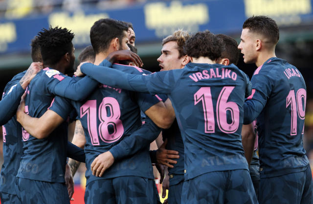 Atletico de Madrid's Griezman, center, is congratulated by teammates after scoring a goal against Villarreal during the Spanish La Liga soccer match between Villarreal and Atletico de Madrid at the ceramica stadium in Villarreal, Spain, Sunday, March 18, 2018. (AP Photo/Alberto Saiz)