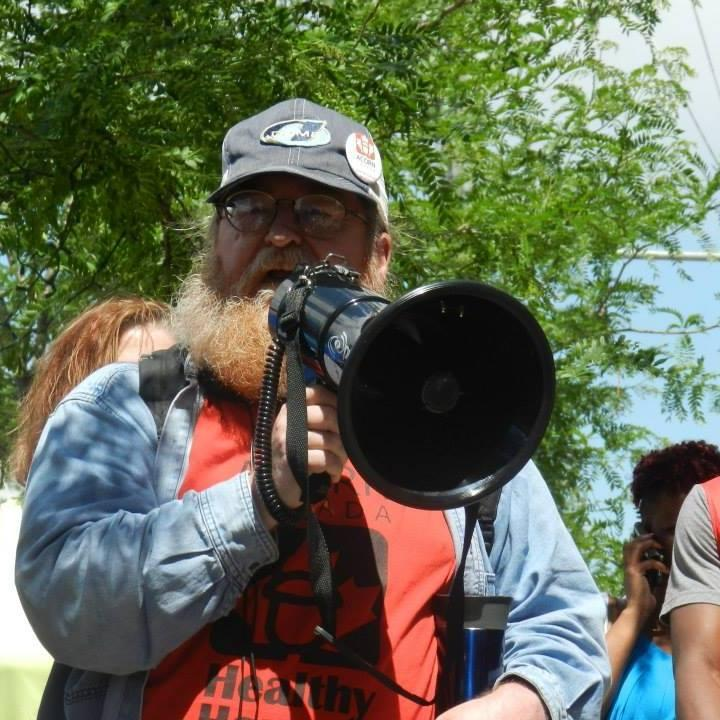 Ray Noyes, an ACORN member, can't afford to pay for internet services and is calling the federal government to help.