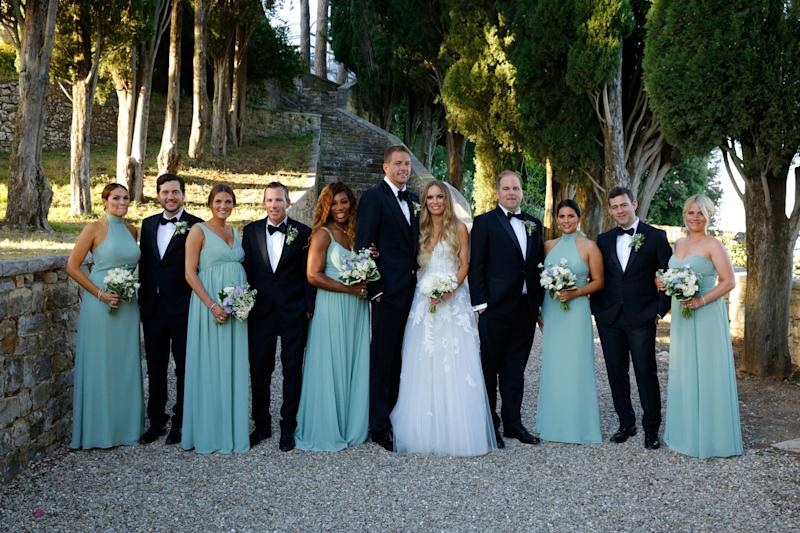 The entire bridal party post-ceremony.