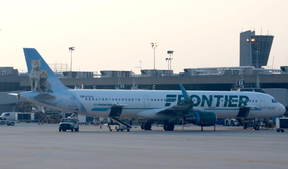 Frontier Airlines fight attendant Daniel Sandberg left an entire plane in stitches with his unique twist on the in-flight safety announcement. (Photo: Daniel SLIM / AFP/Getty Images)