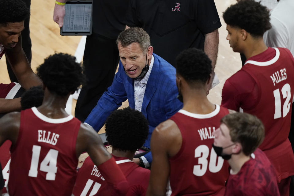Alabama head coach Nate Oates speaks to his players during a time out during the first half of an NCAA college basketball game in Starkville, Miss., Saturday, Feb. 27, 2021. (AP Photo/Rogelio V. Solis)