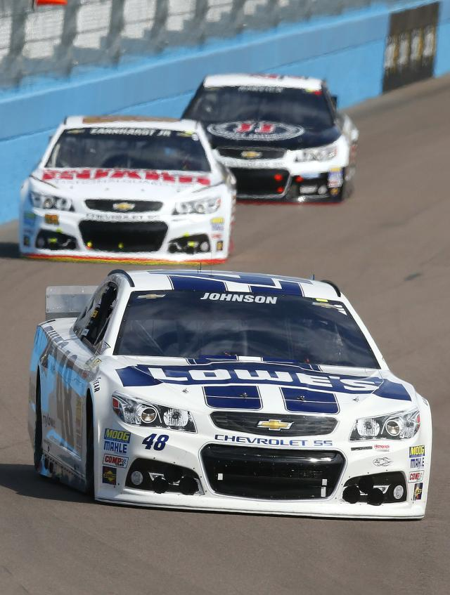 Jimmie Johnson (48), Dale Earnhardt, Jr., back left, and Kevin Harvick head into Turn 1 during the NASCAR Sprint Cup Series auto race Sunday, March 2, 2014, in Avondale, Ariz. (AP Photo/Ross D. Franklin)