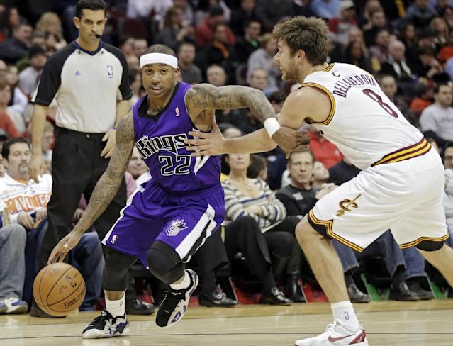 Sacramento Kings' Isaiah Thomas (22) is fouled by Cleveland Cavaliers' Matthew Dellavedova, from Australia, during the second quarter of an NBA basketball game Tuesday, Feb. 11, 2014, in Cleveland. (AP Photo/Mark Duncan)