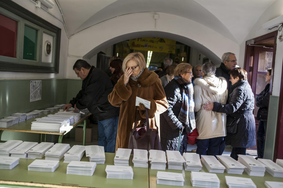 <p>Qualified voters cast a ballot for the Catalan regional election at an elementary school in Barcelona, Spain, Dec. 21, 2017. (Photograph by Jose Colon / MeMo for Yahoo News) </p>