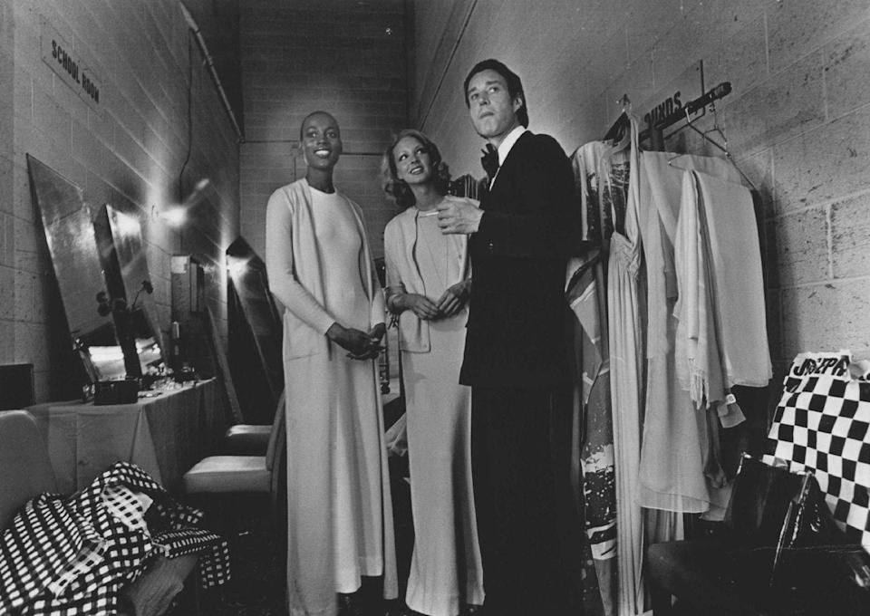 <p>Halston is pictured here backstage at a charity showing with models Naomi Sims (left) and Karen Bjorensen.</p>