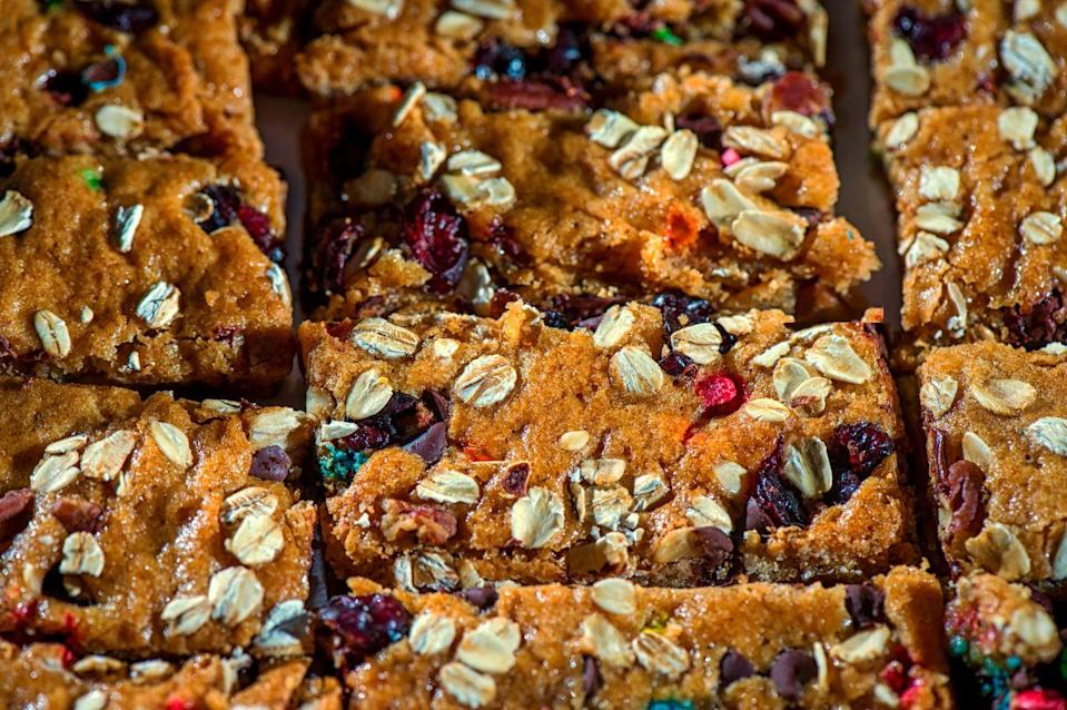 <p>Whether you want something sweet or savory, a bar is a quick and easy way to pack light. Aim for options with more filling ingredients like nuts or oats and skip ones with sticky stuff, like caramel or melty chocolate. It'll just end up coated in sand.<br></p>
