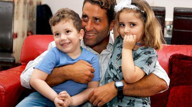 Noah and Lahela al-Amin with their father Ali Elamine, Photo: Reuters