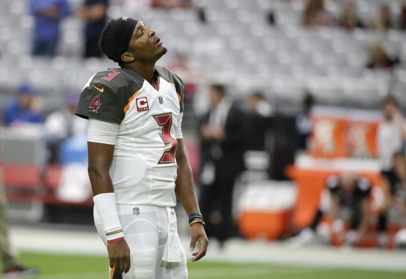 Tampa Bay Buccaneers QB Jameis Winston leaves game with shoulder injury