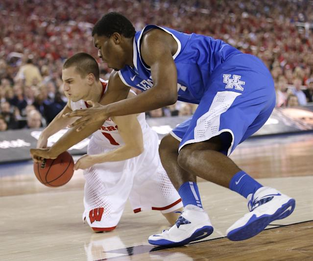 Wisconsin guard Ben Brust, left, fights for a loose ball with Kentucky center Dakari Johnson during the first half of an NCAA Final Four tournament college basketball semifinal game Saturday, April 5, 2014, in Arlington, Texas. (AP Photo/David J. Phillip)