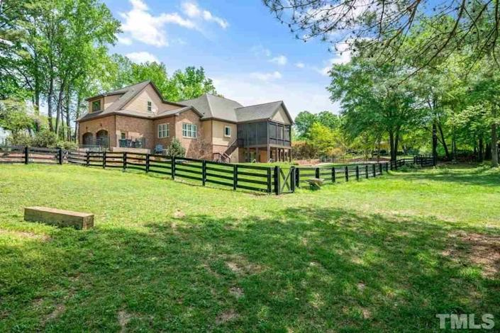 5312 Stableview Court, Holly Springs, NC.
