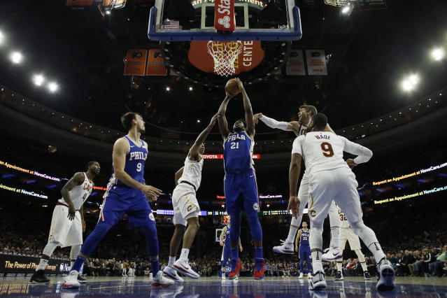 """<a class=""""link rapid-noclick-resp"""" href=""""/nba/players/5294/"""" data-ylk=""""slk:Joel Embiid"""">Joel Embiid</a>'s huge start and other takeaways from the first quarter of the fantasy hoops year (AP Photo)"""