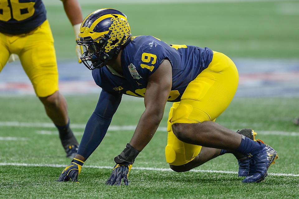 ATLANTA, GA  DECEMBER 29:  Michigan's Kwity Paye (19) prepares to rush the quarterback during the Chick-fil-A Peach Bowl between the Michigan Wolverines and the Florida Gators on December 29th, 2018 at Mercedes-Benz Stadium in Atlanta, GA. (Photo by Rich von Biberstein/Icon Sportswire via Getty Images)
