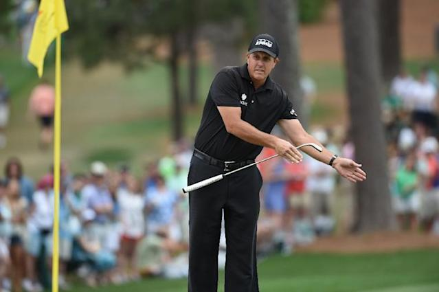 Phil Mickelson coaches his ball on the 7th hole during Round 4 of the Masters Tournament in Augusta on April 12, 2015 (AFP Photo/Don Emmert)