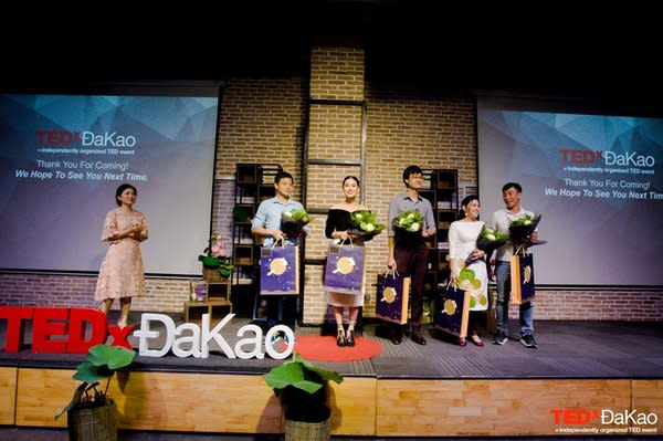 Ms. Ngoc Anh Hoang - Oganizer of TEDxĐakao and 5 speakers: Mr. Dao Trung Thanh, Ms Kathy Uyen, Mr. Phuong Pham, Ms Elsie Pham, Mr. Nguyen Hoanh Tien (from the left to the right)