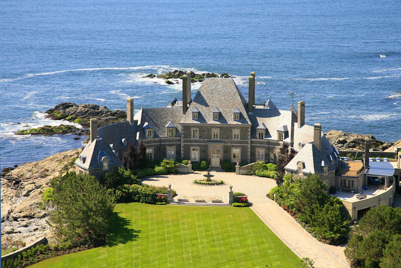 <p>The eight-bedroom oceanfront estate is absolutely stunning. </p>