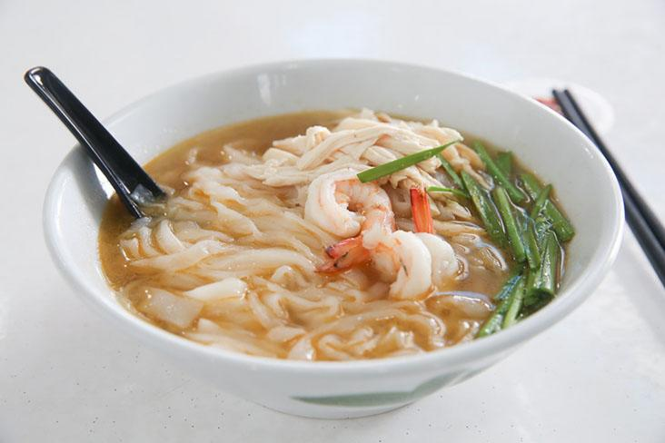 The star of this simple bowl of 'kai see hor fun' is the chicken soup by Choo Choy May
