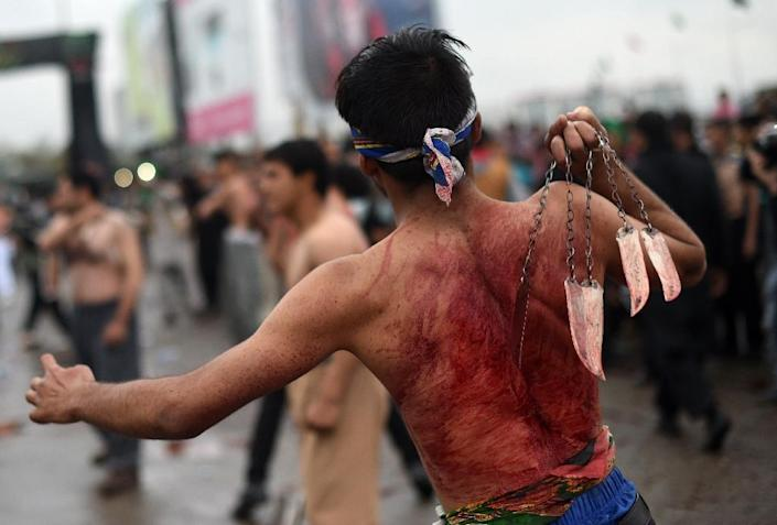 Afghan Shiite Muslim devotees beat themselves with chains and blades during Ashura commemorations in front of the Abul Fazl Shrine in Kabul on October 24,2015 (AFP Photo/Wakil Kohsar)