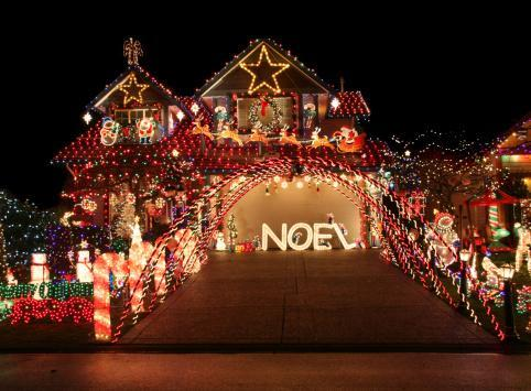 pros no fail tips to putting up christmas lights
