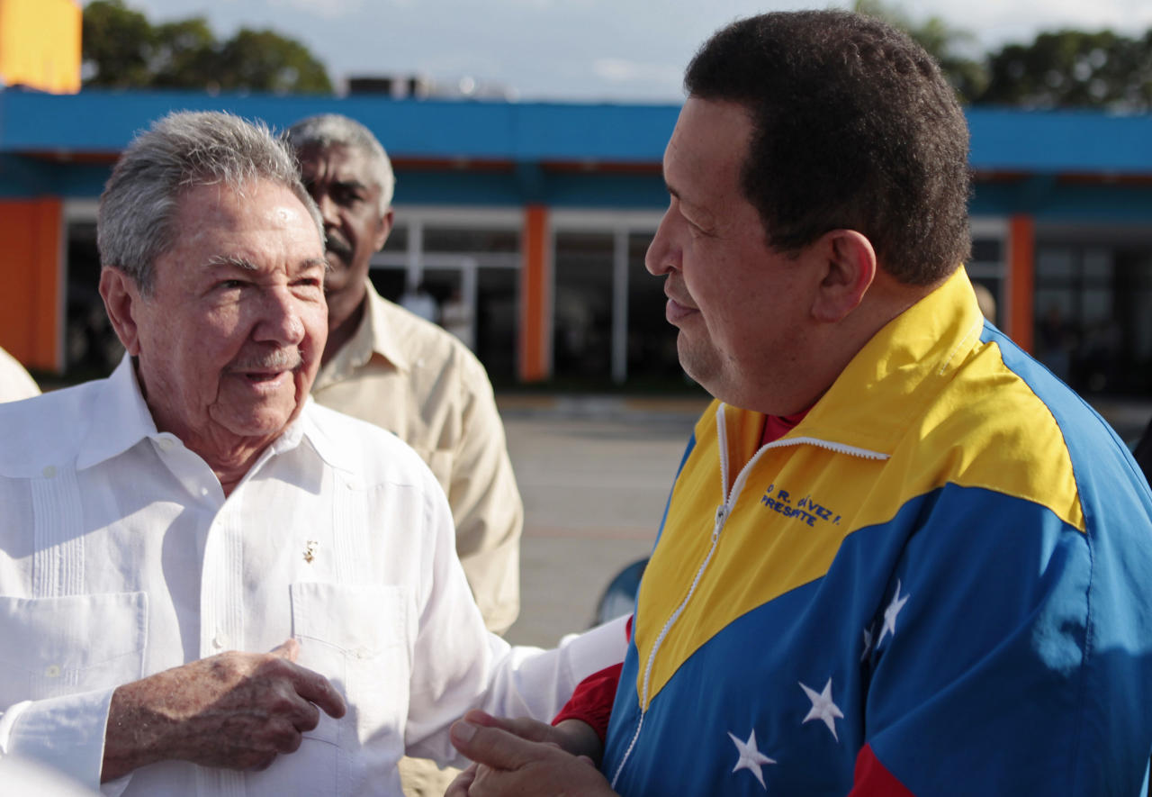 CORRECTS CITY AND COUNTRY TO HABANA, CUBA IN LOCATION .- In this photo released by Miraflores Presidential Press Office, Venezuela's President Hugo Chavez, right, speaks with Cuba's President Raul Castro before his departure for Venezuela from the Jose Marti International Airport in Havana, Cuba, Friday March 16, 2012. Chavez returned home Friday nearly three weeks after undergoing cancer surgery in Cuba. (AP Photo/Miraflores Presidential Press Office)