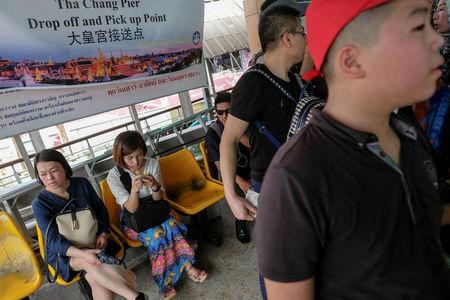 Chinese tourists wait for a sightseeing boat at a pier at Chao Phraya River in Bangkok, Thailand, January 11, 2017. REUTERS/Athit Perawongmetha