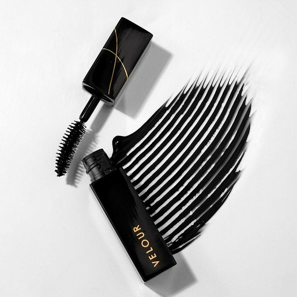 """<p><a href=""""https://www.allure.com/gallery/best-tubing-mascaras?mbid=synd_yahoo_rss"""" rel=""""nofollow noopener"""" target=""""_blank"""" data-ylk=""""slk:Tubing mascara"""" class=""""link rapid-noclick-resp"""">Tubing mascara</a> is having a moment and we are <em>so</em> here for it. Who likes scrubbing and tugging at their eyelids in order to remove stubborn, <a href=""""https://www.allure.com/gallery/best-waterproof-mascara?mbid=synd_yahoo_rss"""" rel=""""nofollow noopener"""" target=""""_blank"""" data-ylk=""""slk:waterproof formulas"""" class=""""link rapid-noclick-resp"""">waterproof formulas</a>? Not us. If you didn't already know, <a href=""""https://www.allure.com/story/blinc-ultravolume-tubing-mascara-review?mbid=synd_yahoo_rss"""" rel=""""nofollow noopener"""" target=""""_blank"""" data-ylk=""""slk:tubing technology"""" class=""""link rapid-noclick-resp"""">tubing technology</a> simply means that polymers <em>wrap</em> <em>around</em> your individual lashes, so it only takes a bit of warm water and very gentle pressure for those """"tubes"""" to slide off your lashes. Oh, and smudging and flaking throughout the day are highly irrelevant. </p> <p>The newest member of the tubing community is Velour's Pretty Big Deal Mascara. That's right; the <a href=""""https://www.allure.com/gallery/asian-owned-beauty-brands-makeup-hair?mbid=synd_yahoo_rss"""" rel=""""nofollow noopener"""" target=""""_blank"""" data-ylk=""""slk:Asian-owned brand"""" class=""""link rapid-noclick-resp"""">Asian-owned brand</a> best known for its <a href=""""https://www.allure.com/gallery/best-of-beauty-makeup-brush-hot-tool-winners?mbid=synd_yahoo_rss"""" rel=""""nofollow noopener"""" target=""""_blank"""" data-ylk=""""slk:Best of Beauty-winning falsies"""" class=""""link rapid-noclick-resp"""">Best of Beauty-winning falsies</a> has officially ventured into a new category. Velour's lengthening formula is packed with peptides and antioxidant-rich ashwagandha to maintain the health and integrity of your lashes. </p>"""